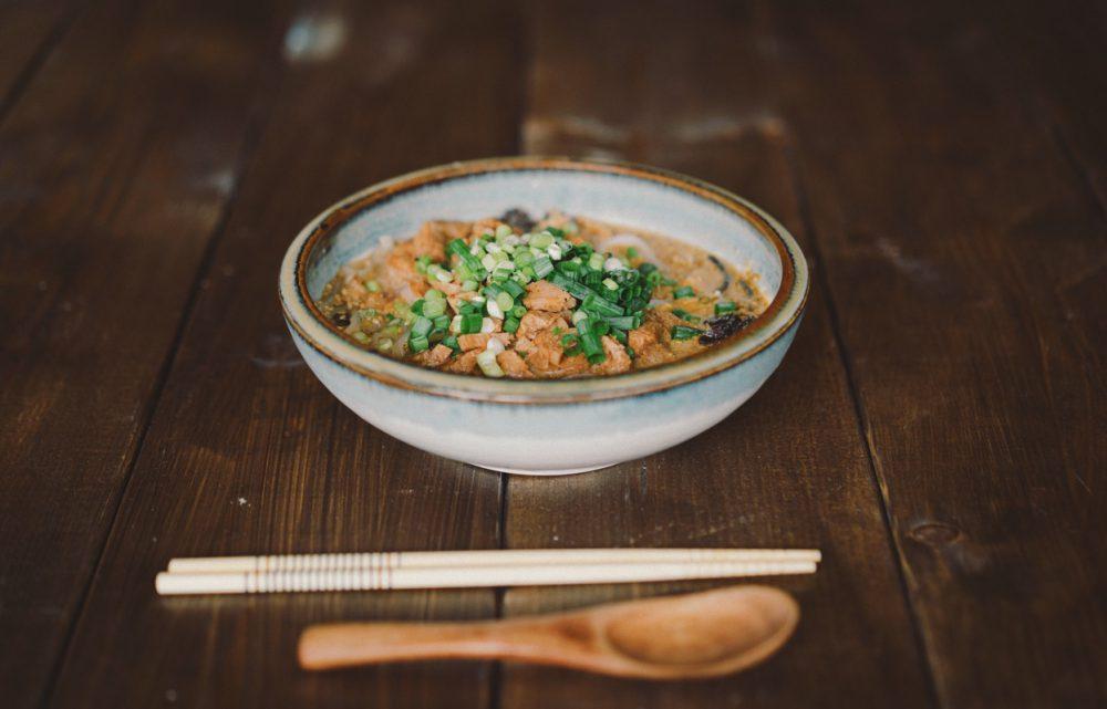家にあった食材でビーガン担々麺を作ってみました。
