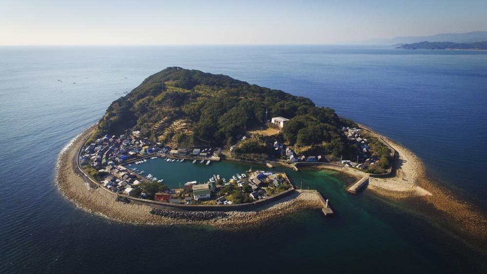 徳島県南下の沖合に浮かぶ「出羽島」を空撮してきました