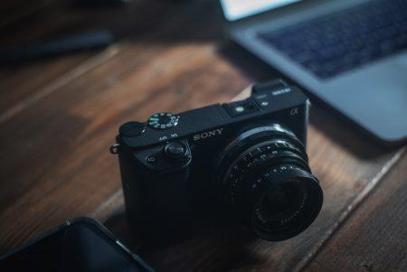 最初のカメラにSONY a6300なんかはどうだろう…