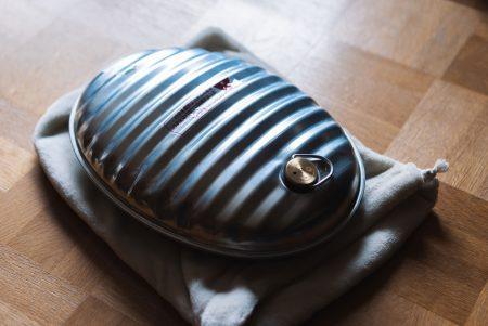 寒い冬のデスクワークを乗り越える健康アイテム『マルカの湯たんぽ』
