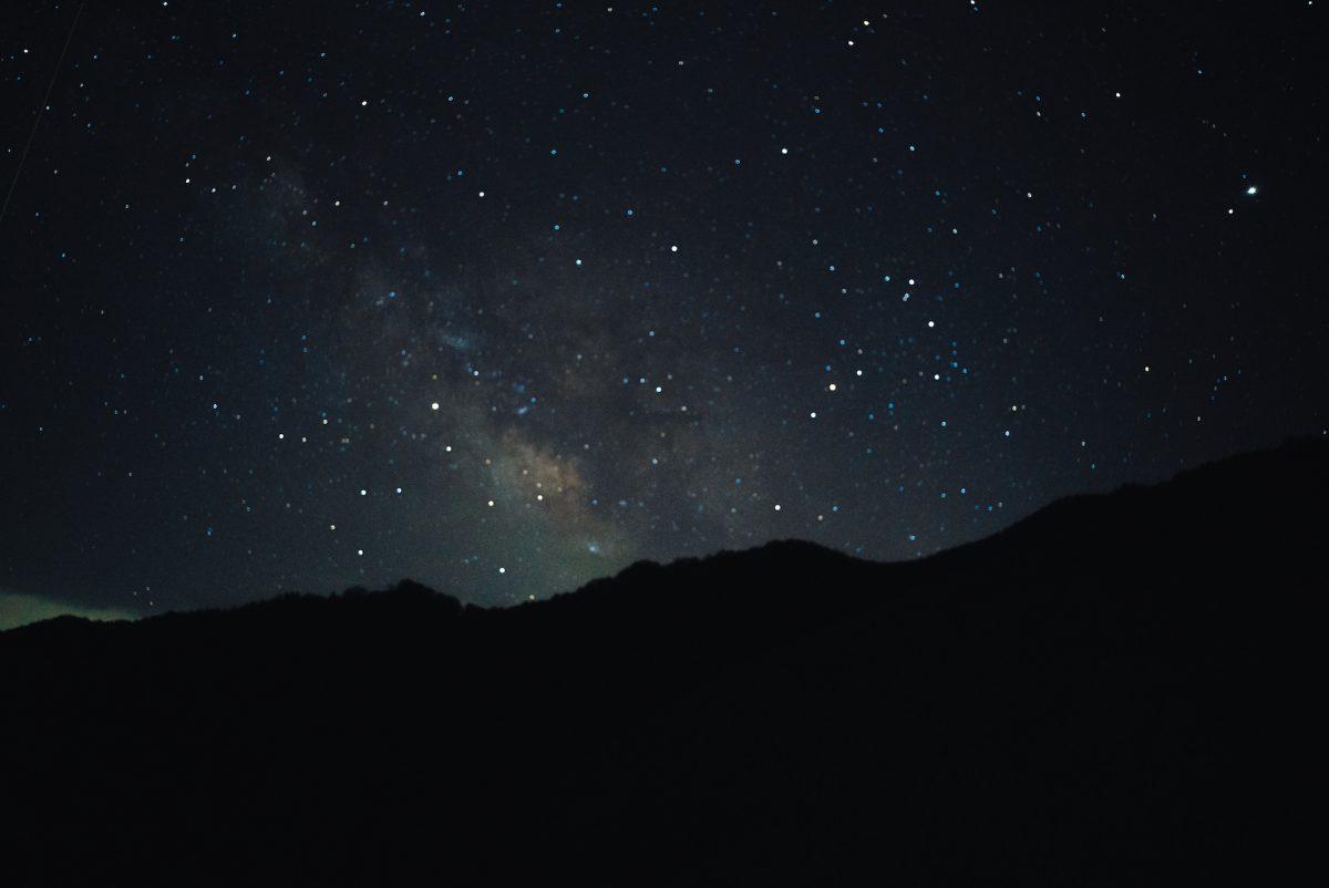 【カメラ遊び】自宅のベランダから天の川タイムラプスを撮る